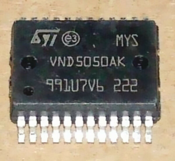 STM VND810 double channel high-side driver 36V 160mOhm 3,5A