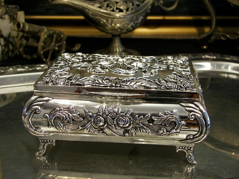 Silver Plated Roses Jewellery Box Music Box For Necklaces