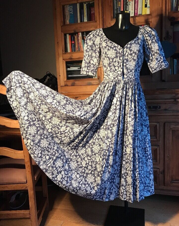 vintage laura ashley dress size uk 10 blue white floral design rare ebay. Black Bedroom Furniture Sets. Home Design Ideas