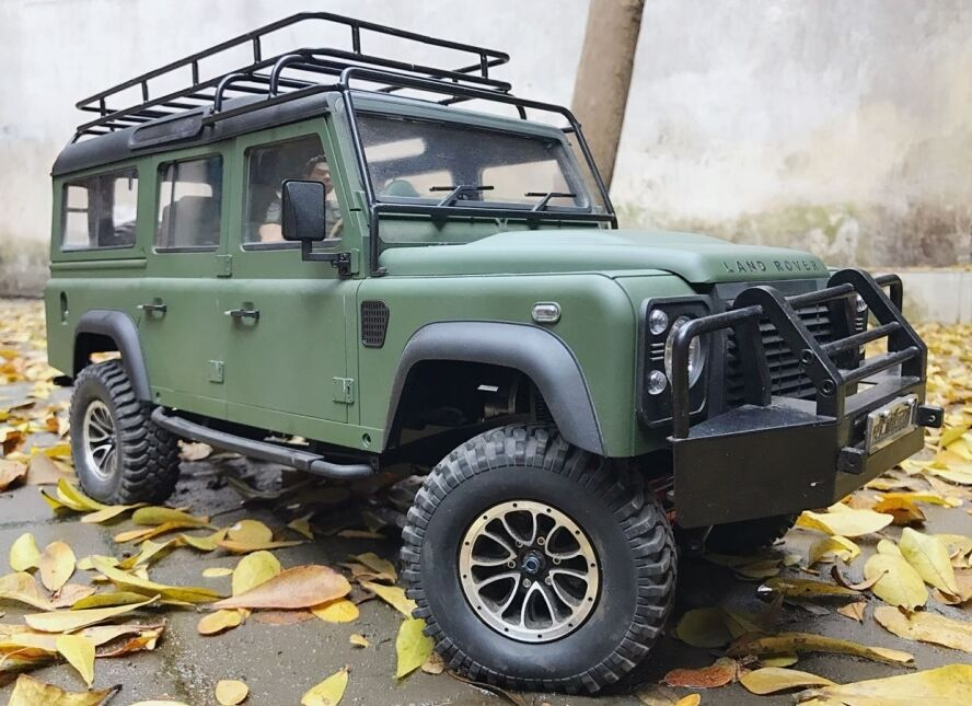 Custom Painted Land Rover Defender D110 1 10 Scale
