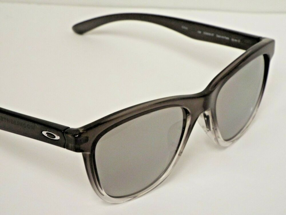 0ac2b2f8ebd Details about Authentic Oakley OO9320-07 Moonlighter Grey Ink Chrome Idm  Polar Sunglasses  210