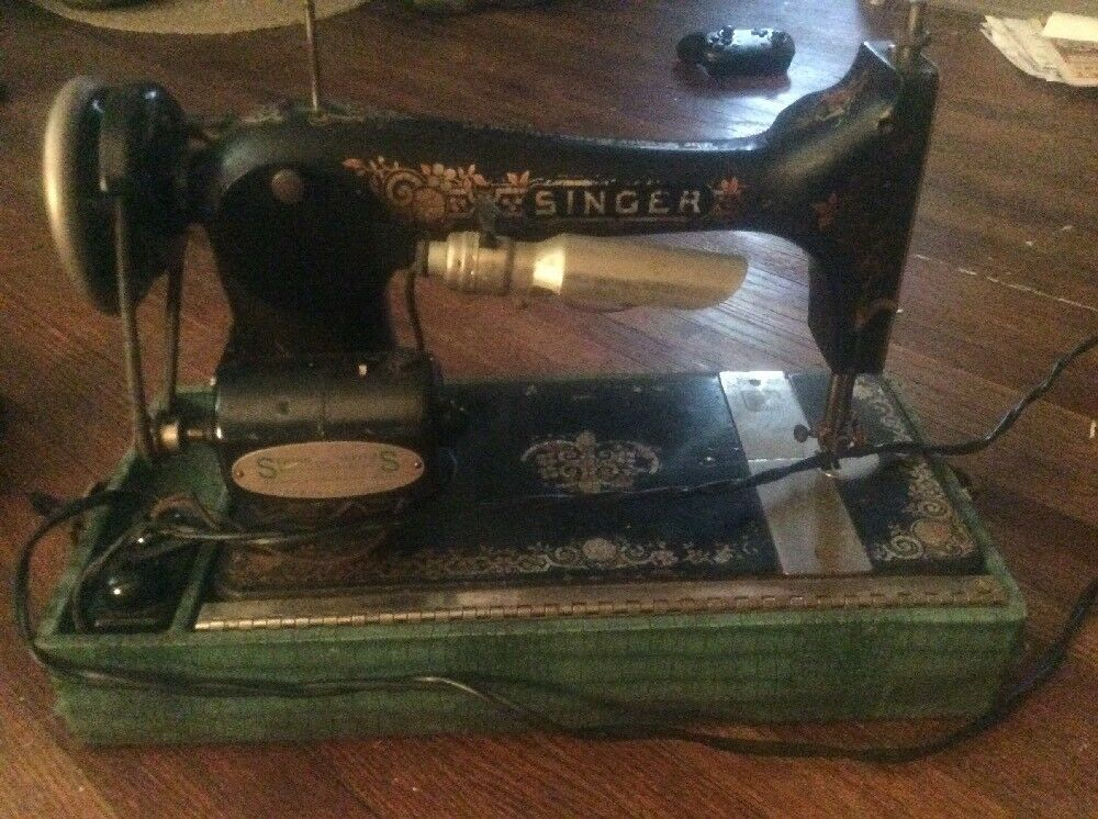 40 Antique SINGER Sewing Machine Model 40 WORKS K40 BEAUTIFUL Delectable 1902 Singer Treadle Sewing Machine