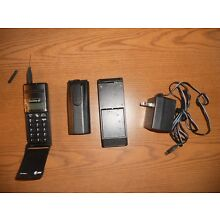 ERICSSON DF388vi Cellular Phone, Battery, Charger WORKS