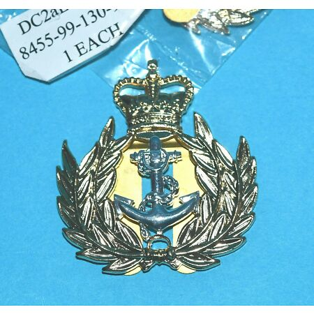 img-ROYAL NAVY WARRANT OFFICERS BRASS BERET BADGE WITH REAR PRONG FIXING.
