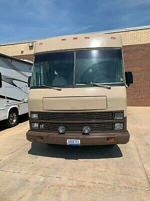 Winnebago Super Chief 31 RQ 31' Class A Motorhome Clean and running