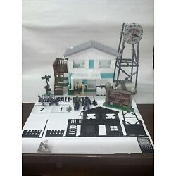 Kyпить MEGA BLOKS Collector Series CALL OF DUTY 06878 NUKETOWN Cod 99% complete на еВаy.соm