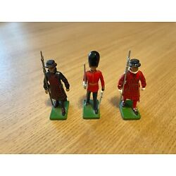 Kyпить W. Britain | Collectible Vintage Royal Guard Beefeater Tin Soldiers (3) на еВаy.соm