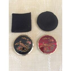Kyпить Lot Of 2 Stratton England Enameled Peacock Powder Mirror Black And Red Compacts на еВаy.соm