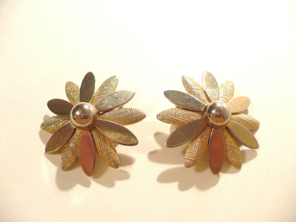 VINTAGE SARAH COVENTRY GOLD COLORED FLOWER CLIP EARRINGS ...