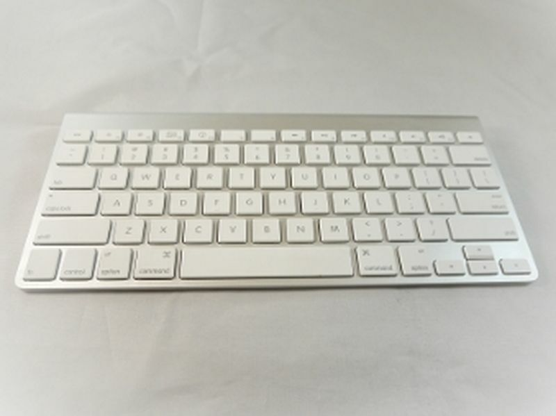 new apple wireless bluetooth keyboard for ipad and imac ebay. Black Bedroom Furniture Sets. Home Design Ideas