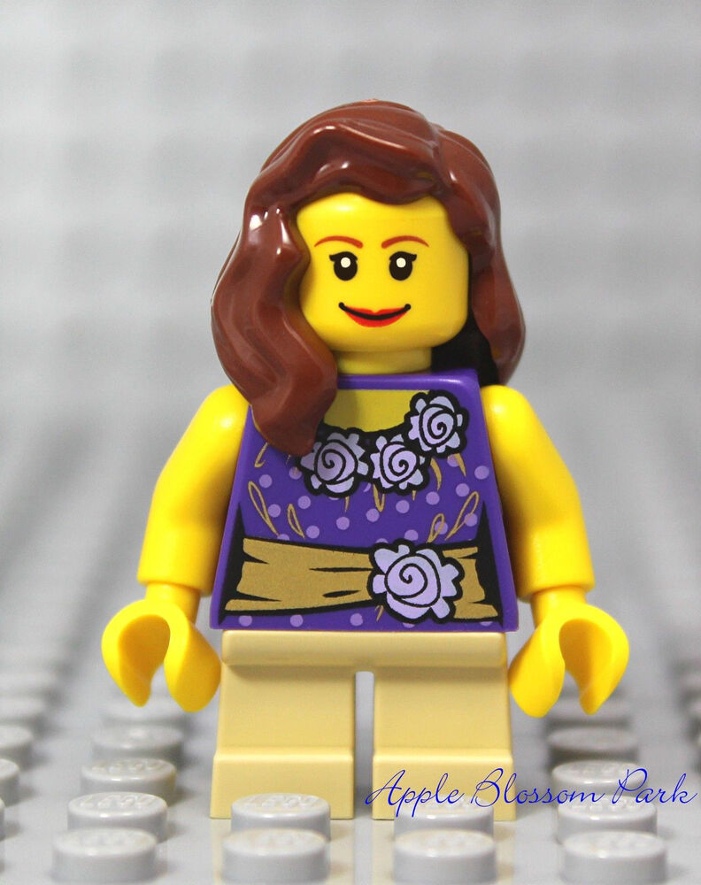 M054U226II Lego Girl Minifigure French Braid Hair Purple Blouse /& Cell Phone NEW