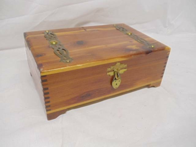 Vintage cedar wood box trunk chest document jewelry for Vintage antique jewelry box