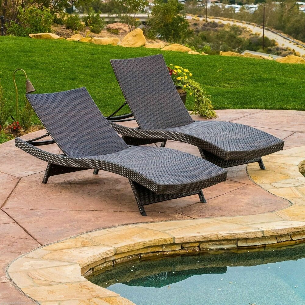Set of 2 outdoor patio pool wicker chaise lounge chairs ebay for Outdoor lounge furniture