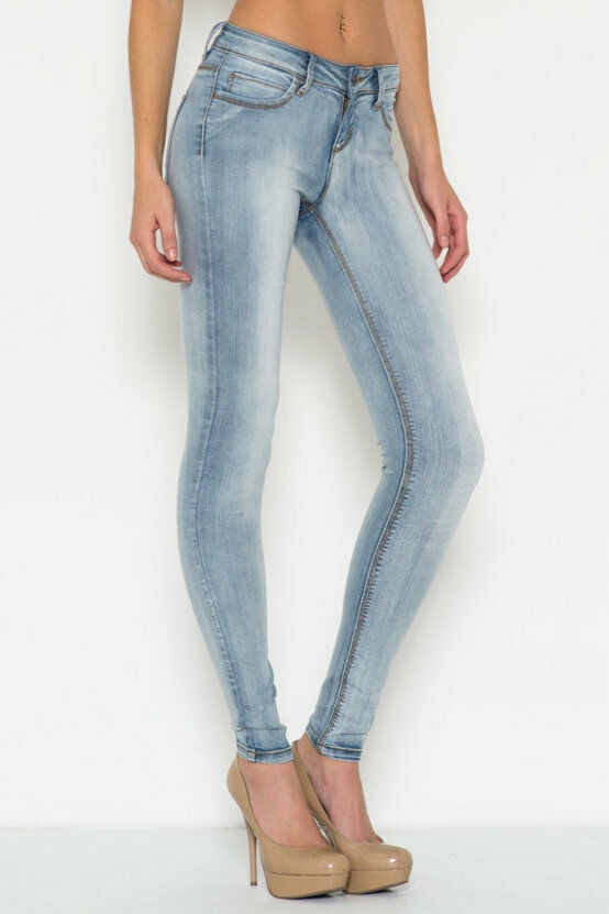 No matter what jeans you're looking for, PacSun's collection of stylish jeans for women has something for you. From modern trends like skinny jeans and destroyed jeans to more classic looks like mom jeans and flare jeans, you'll find everything you need to make the perfect outfit at PacSun.