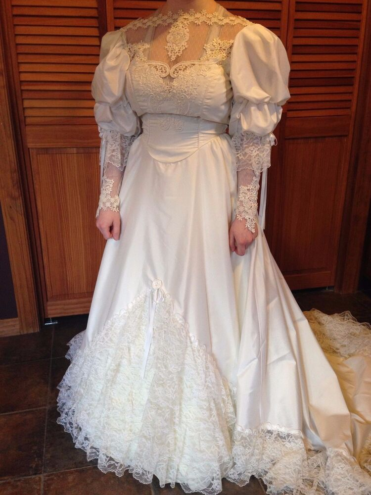 Vintage Wedding Gown W Floral Lace Applique Sequined Long