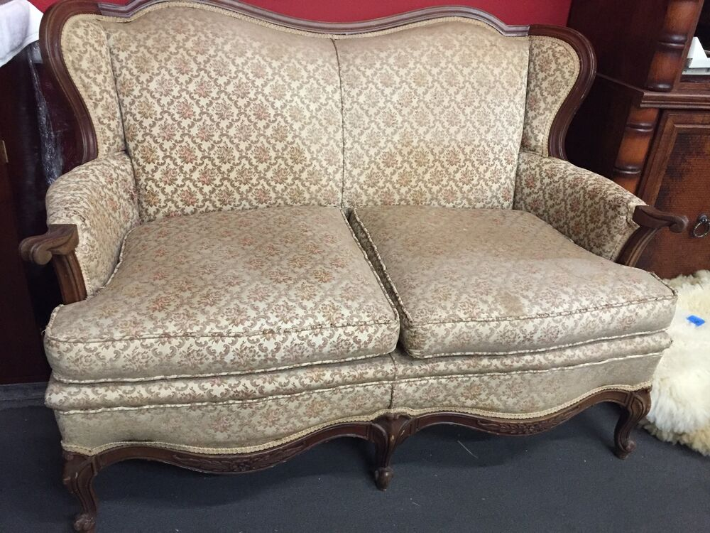 vintage victorian style loveseat couch ebay. Black Bedroom Furniture Sets. Home Design Ideas