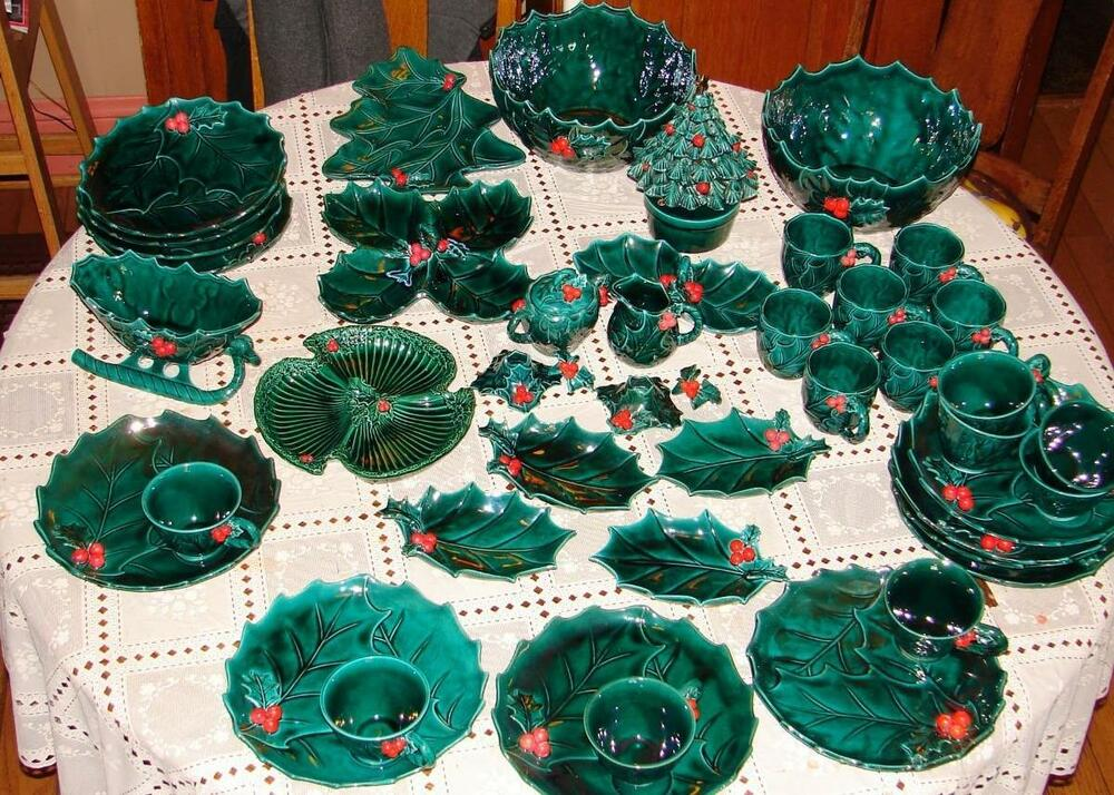 LARGE LOT OF VINTAGE LEFTON HOLLY CHRISTMAS HOLIDAY DISHES ...