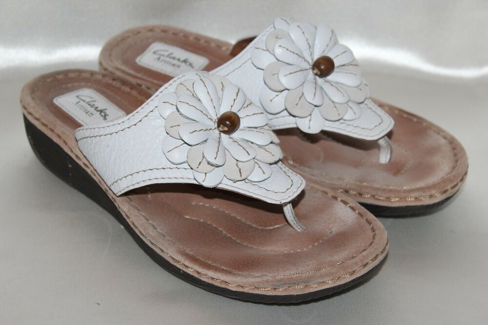 774bbc7bfaa3 Details about CLARKS Artisan White Leather Flower Flip Flop Thong Sandal Sz  9