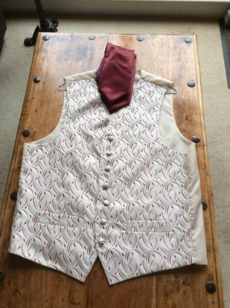 Men's, FH The Tailoring Experience, Waistcoat & Tie (Size 42R).