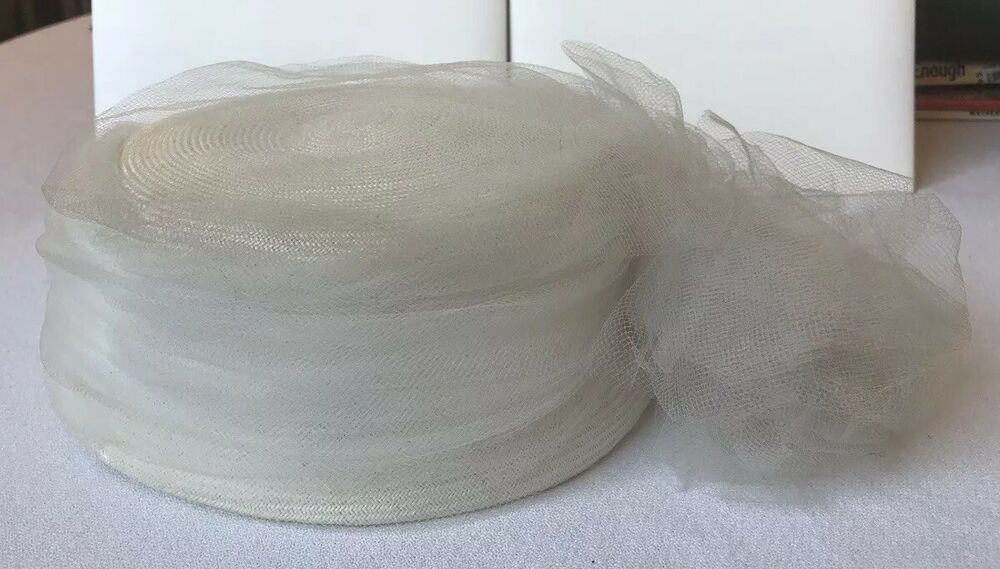 c69263fb2123 Details about Vintage 1950s 1960s Off White Wedding Pillbox Hat With  Netting Union Made