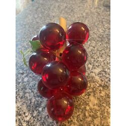 Kyпить Vintage Mid Century ACRYLIC LUCITE GRAPES on Wood  - Red- 7 Inches на еВаy.соm