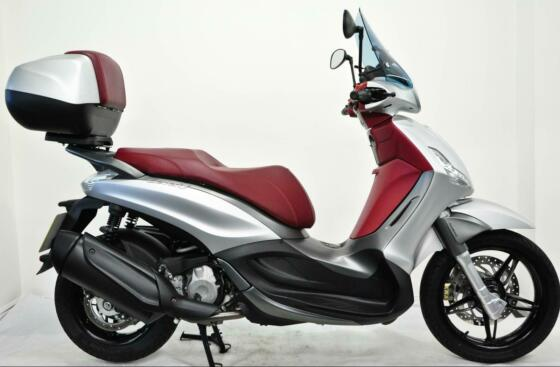 Piaggio Beverly ST350 2018 Silver, One Owner, Low Miles, Screen, Top Box, Extras