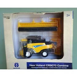 New Holland CR9070 Combine With Dual Heads By Ertl 1/64th Scale - New In Box