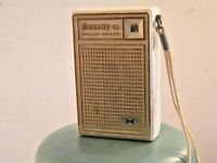 Vtg Wht. Saxony 6 Solid State Transistor AM Radio Portable Ear Port Strap Works