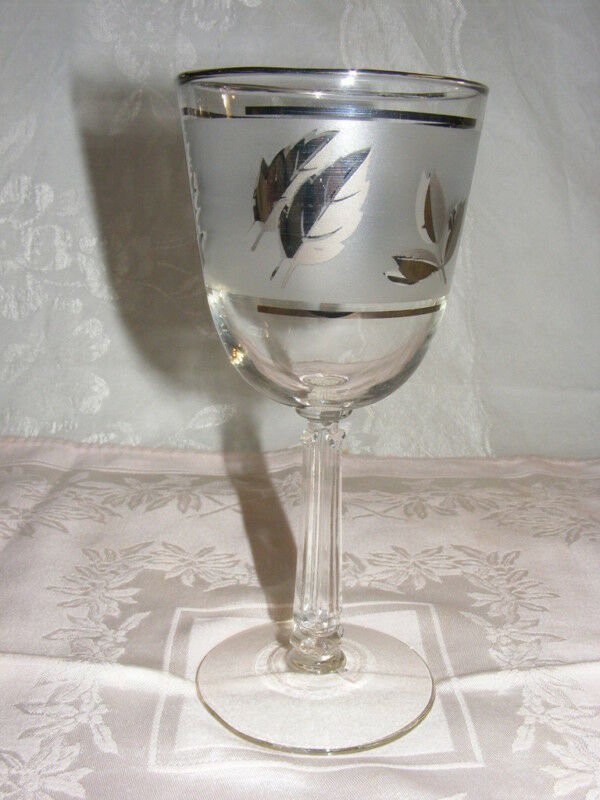 vintage glass goblet libbey silver foliage 8 ounce water ebay. Black Bedroom Furniture Sets. Home Design Ideas