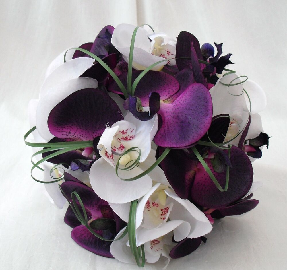 Purple And White Wedding Flower Bouquets: BRIDE OR BRIDESMAIDS POSY BOUQUET IN