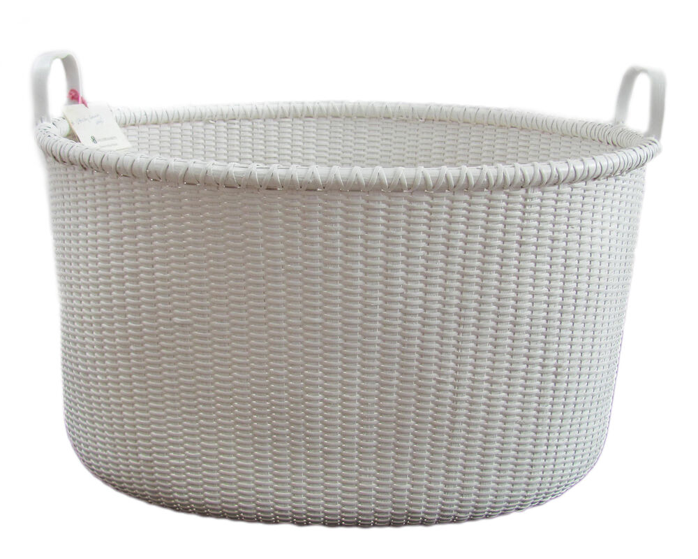 Laundry basket deals on 1001 blocks White wicker washing basket