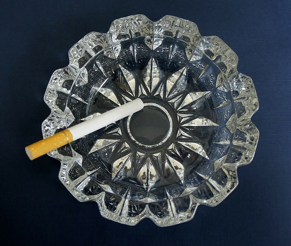 Cigarette Diamond: Crystal Diamond Cut Glass Ashtray ROUND Clear Glass
