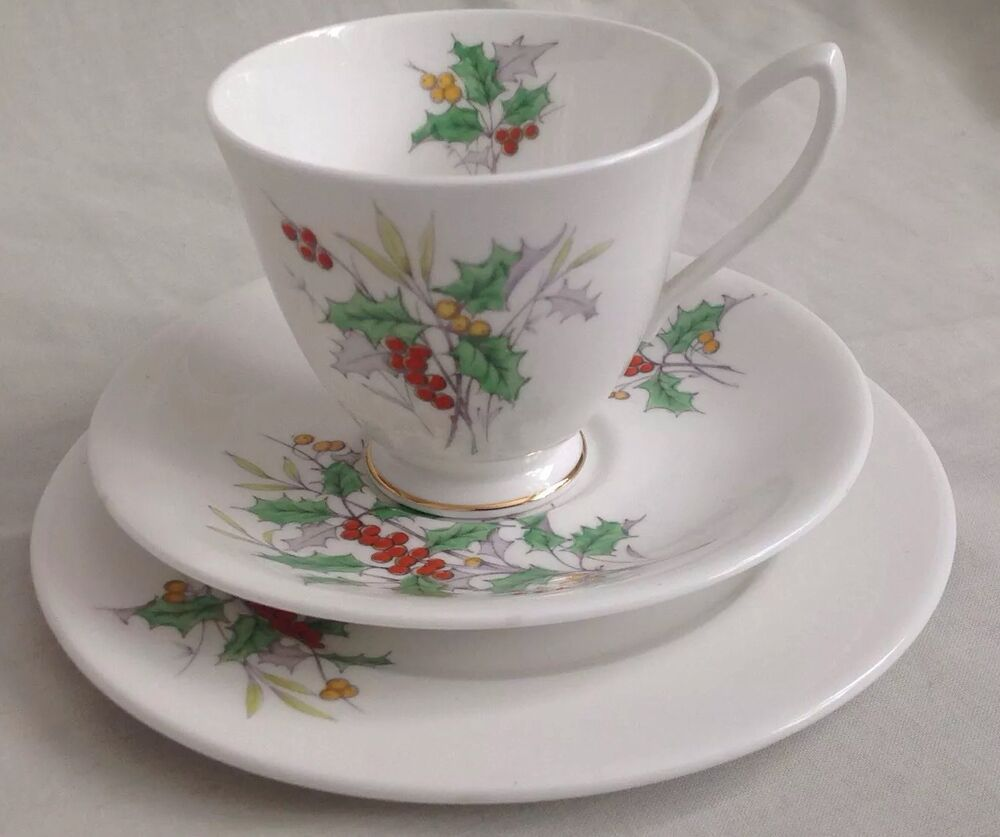 VINTAGE ROYAL ALBERT FLOWER OF THE MONTH DECEMBER HOLLY