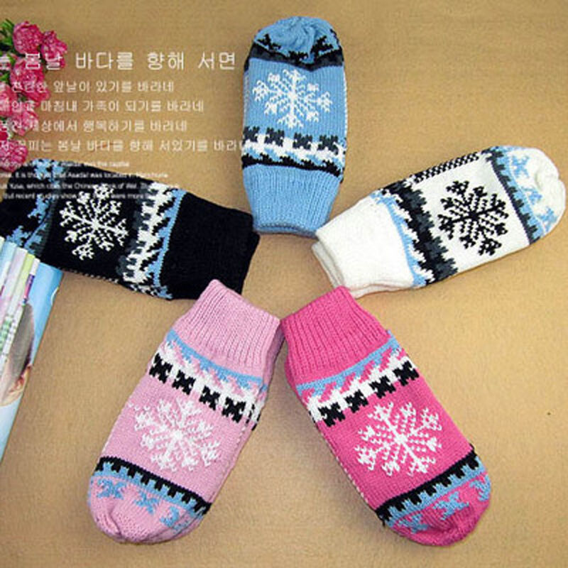 Autumn and winter hot cute girls snowflake knitting even refers to