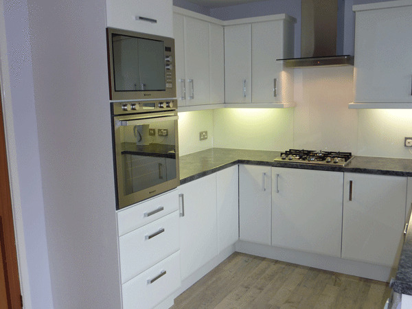 Bevelled edged matt white kitchen cupboard doors to fit for Kitchen cabinets 600mm