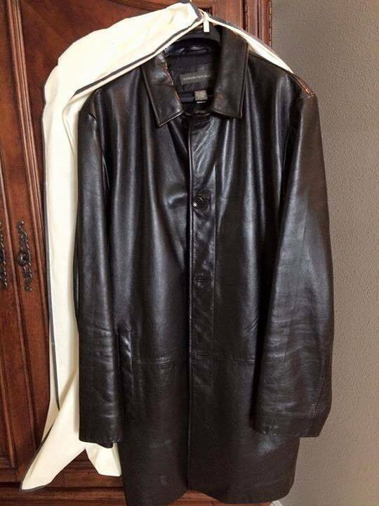 BANANA REPUBLIC Men's Wool Topcoat Coat Jacket, Color- Gray Silver Black Wool blend wth satin lining Sz Large approximately eu fits slightly larger since it's a topcoat In excellent condition - no rips stains smells or holes! 72% wool.