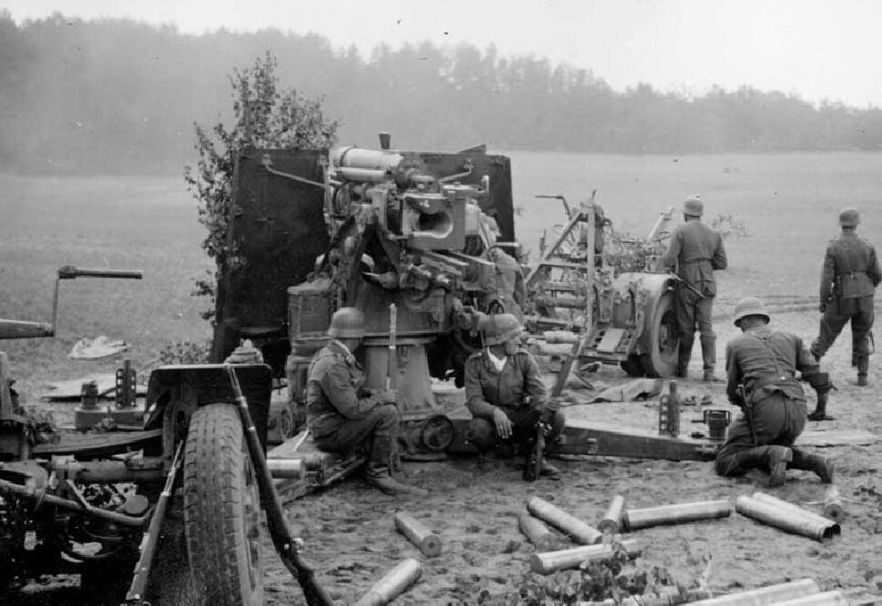 German 50 Mm Anti Tank Gun: B&W WWII Photo German 88 Mm Gun In Action WW2