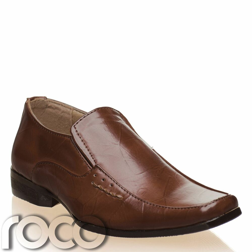 Dress Shoes for Boys spruce up his best formal outfits! Kohl's has all the popular shoe brands for boys, like SONOMA Goods for Life boys dress shoes and Deer Stags Boys Dress Shoes. Black dress shoes for boys are sure to coordinate with any outfit, and are ideal for any occasion.