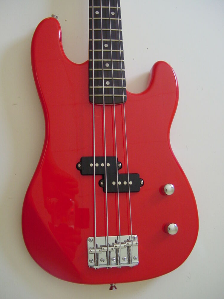 new 4 string short scale 3 4 size electric bass guitar with gig bag red ebay. Black Bedroom Furniture Sets. Home Design Ideas