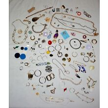 MIXED LOT OF ASSORTED JEWELRY PIECES AS IS SINGLE & PAIRS