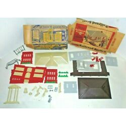 Kyпить MARX VINTAGE O GAUGE PLASTIC SCHOOL AND STATION BUILDINGS WITH TATTERED BOXES на еВаy.соm