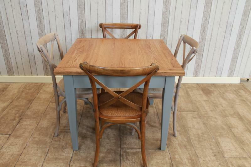 Handmade Restaurant Furniture Painted Base Tables With