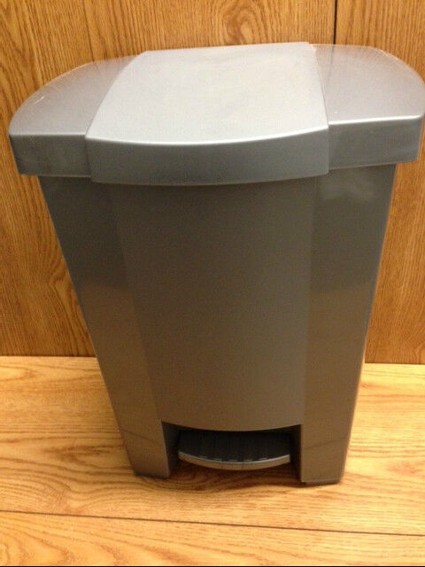 gray plastic kitchen step on garbage trash can with removeable liner 8 gallon ebay. Black Bedroom Furniture Sets. Home Design Ideas