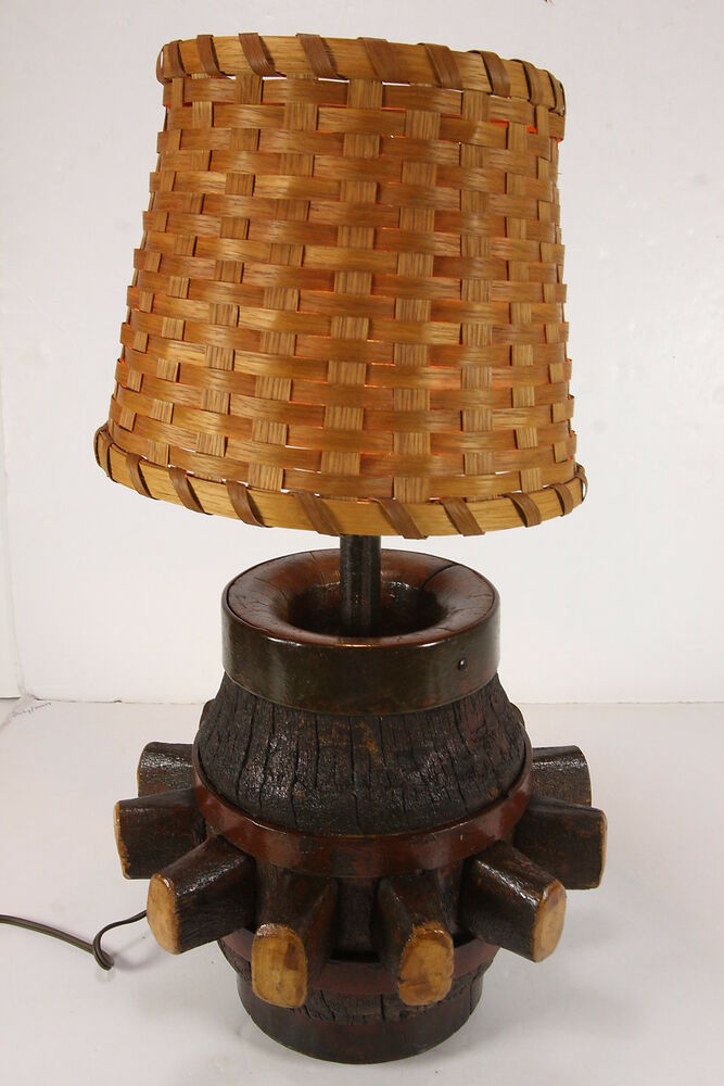 antique wood wagon wheel hub converted table lamp woven shade western americana ebay. Black Bedroom Furniture Sets. Home Design Ideas
