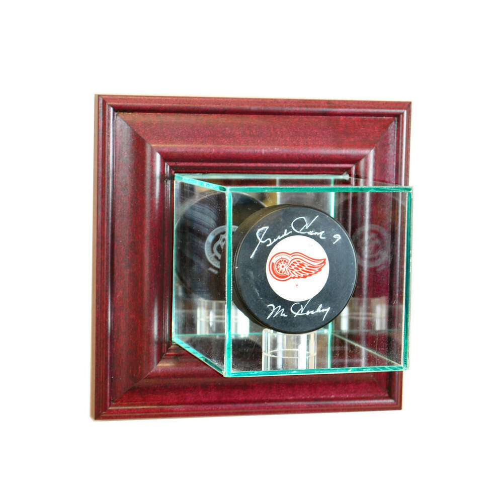 wall mount glass nhl hockey puck display case uv protection cherry wood mirror ebay. Black Bedroom Furniture Sets. Home Design Ideas
