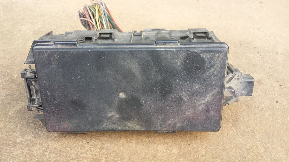 ford     engine relay fuse box oem