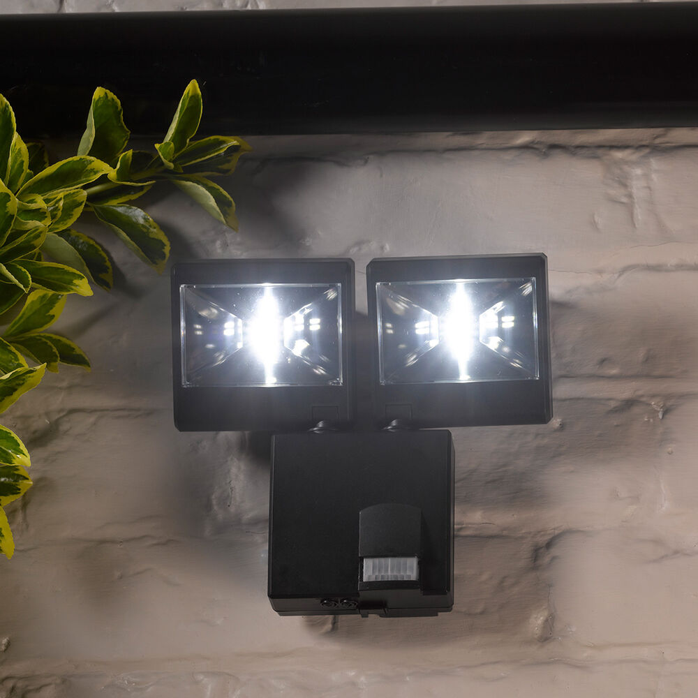 4 led battery operated security motion pir sensor wireless outdoor wall light ebay. Black Bedroom Furniture Sets. Home Design Ideas