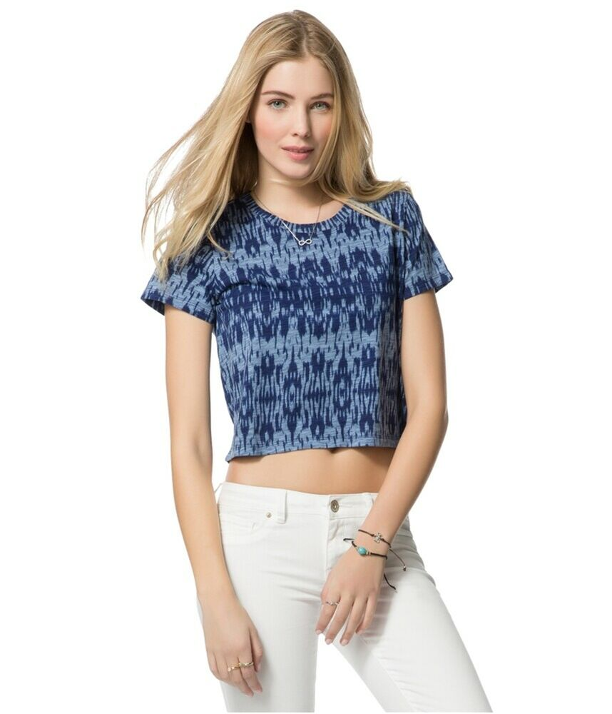 Shop a variety of styles in Women's Tops at Forever 21! Find knit and woven blouses, bodysuits, shirts, crop tops, tube tops, off-the-shoulder tops, sweaters, graphic tees in .