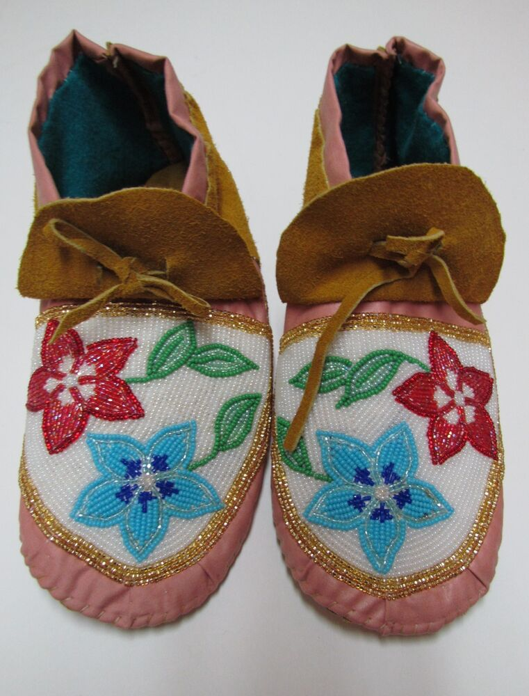 Beautiful native american handmade beaded pink moccasin 9 1 2 inches