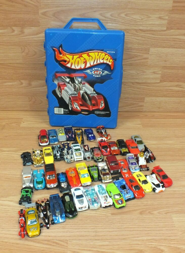 Hot Wheels Toy Cars : Lot of hot wheels toy cars in blue carrying